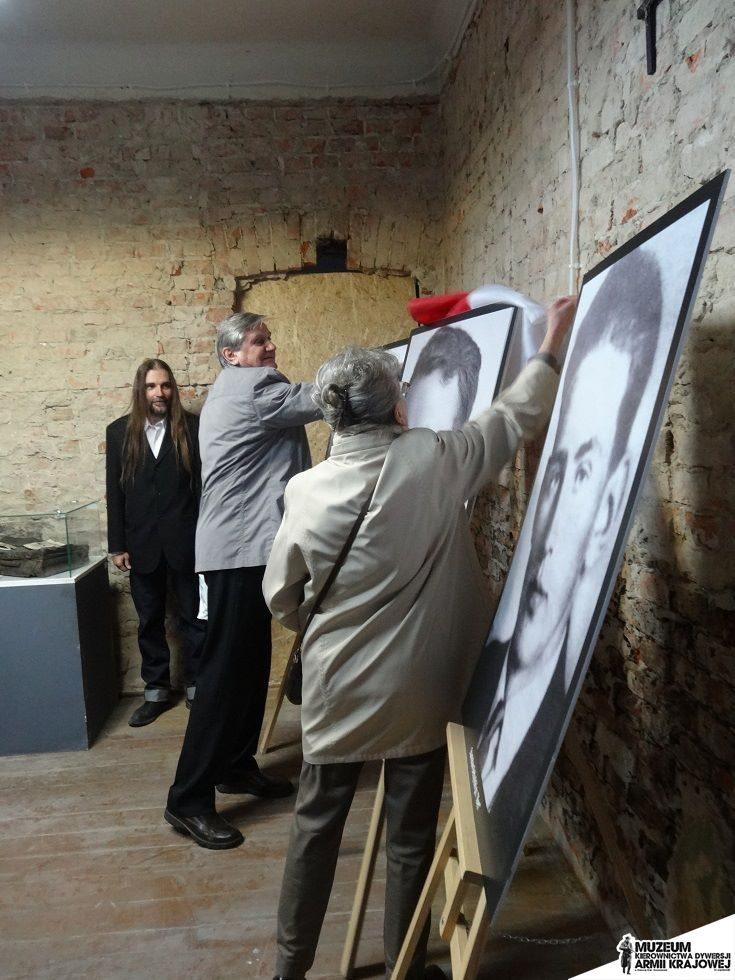 """Rodzina Korfelów odsłania portret Stanislawa Korfela ps.""""Korski"""""""
